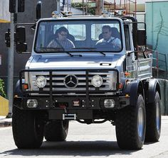 Arnold Schwarzenegger UNIMOG a silver customized pick-up truck made by Mercedes-Benz which is also a vehicle of choice for the German army. Jeep Truck, 4x4 Trucks, Diesel Trucks, Cool Trucks, Cool Cars, Mercedes Benz Unimog, Mercedes Truck, Arnold Schwarzenegger, Van 4x4