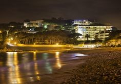 Pasea por la noche por la playa de S'Agaró. http://www.ilunioncaletapark.com/ #girona #ILUNIONhotels
