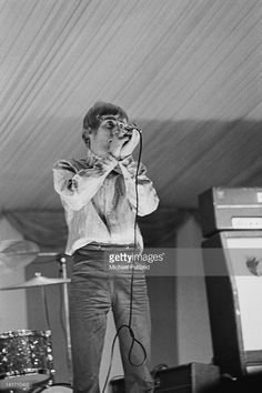 Singer Roger Daltrey performing with The Who at the Windsor National Jazz and Blues Festival, UK, 30th July 1966. (Photo by Michael Putland/Getty Images))