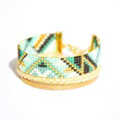 Bracelet manchette, tissage perle miyuki turquoise, verte et noire, tresse doré et cordon beige -Bijoux ENORA-