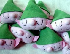 wonderful elf ornaments by Heidi Kenney (maybe change the elf to a baby head and glue onto clothespins for the clothespin game. Christmas Hearts, Felt Christmas Ornaments, Handmade Ornaments, Little Christmas, Handmade Christmas, Christmas Holidays, Christmas Ideas, Holiday Crafts, Holiday Fun