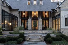 Best Window Colours for Stone and Brick greige: interior design ideas and inspiration for the transitional home : Dark trimmed windows and doors.greige: interior design ideas and inspiration for the transitional home : Dark trimmed windows and doors. Exterior Trim, Exterior Design, Black Exterior, Exterior Windows, Exterior Paint, Houses Architecture, Modern Architecture, Dark Trim, White Trim