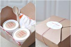 Packaging para sopa con cucharas de madera desechables incorporadas.