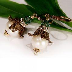 Ohrringe für den #Frühling: kleine #Maiglöckchen mit echten Perlen ♥ Sweet little lilly of the valley earrings | Perlotte Schmuck