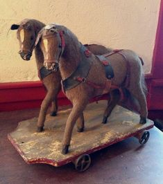 team of horses pull toy// I'd love to have this one, all my horse pull toys are singles Antique Rocking Horse, Rocking Horse Toy, Vintage Horse, Wooden Horse, Pull Toy, Old Dolls, Retro Toys, Horse Art, Old Antiques