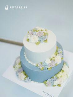 #flowercake #flower #buttercream #buttercreamcake #cupcake #cake #buttercake #dessert #korea #koreanflowercake #instafood #koreanstyle #cakedecorating #patisserie #art #instagram #foodstagram #flowerarrangement #flowers #花