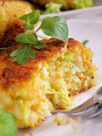 Wymyśliłam dziś tani obiad z wykorzystaniem ryżu, który został mi po przygotowywaniu gołąbków. W połączeniu z jajkami, kapustą pekińską i pr...