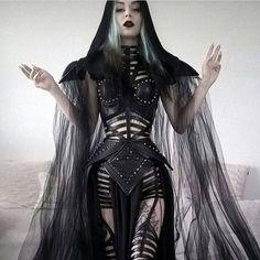 Darkness, dark beauty, nu goth, etc. Things I post are not mine nor made by me, … Estilo Grunge, Hipster Grunge, Alternative Mode, Alternative Fashion, Dark Beauty, Gothic Beauty, Dark Fashion, Gothic Fashion, Street Fashion