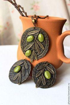 Купить Комплект из полимерной глины и джута кулон серьги Олива - кулон, украшение из джута, оливковый