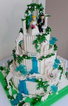 How to build a LEGO Wedding cake  For our 2009 wedding, my husband and I built a LEGO wedding cake. We both have strong ties to LEGO and LEGOLAND...