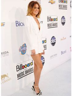Miley Cyrus Billboard Music Awards 2012. Do you love it or hate it?