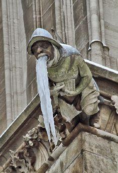 Гаргулья…. Наверное, они выполняли символическую функцию защиты храма и пугали грешников. В архитектуре Средневековья, особенно в готическом искусстве, широко использовались в церквях и соборах и, как правило, создавались намеренно гротескными фигурами, представляющих людей,…