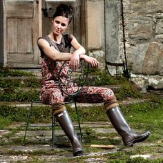 Shop up to off our collection of iconic Hunter rain boots for women, men and kids. Tall Hunter Boots, Wellies Rain Boots, Hunter Rain Boots, Rainy Day Fashion, Wellington Boot, Boot Socks, Rain Wear, Riding Boots, Sexy Women