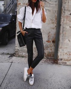 woman wearing white dress shirt with black slim pants and pair of low-top sneakers outfit. Pic by wearing white dress shirt with black slim pants and pair of low-top sneakers outfit. Pic by Spring Outfits Classy, Casual Outfits, Cute Outfits, Summer Outfits, Dress Outfits, Work Outfits, Outfits With White Shirts, Black Outfits, Dress Casual