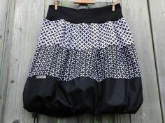 NEGAPO+Originální+a+nápaditá+sukně+v+klasické+kombinaci+bílé+a+černé+- +ze+100%+bavlněného+plátna,+jemně+balonový+střih,+v+pase+naskládaná+do +úpletu+-+vysoce+pružného+vyššího+lemu+s+lycrou+(kvalitní+česká+výroba)+...+dole+šňůrka+na+stažení+pro+balonový+efekt,+sukýnku +zdobí +štítek,+vše+začištěno+overlockem+UNI+VELIKOST+Obvod+elastického+pasu+v+klidu...