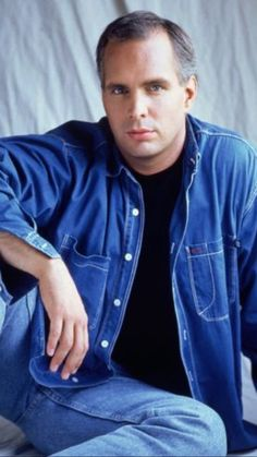 What does Garth Brooks have up his sleeve? Country Music Artists, Country Music Stars, Country Singers, Papa Roach, Breaking Benjamin, Sara Bareilles, Shameless Garth Brooks, Garth Brooks Concert, Singing Quotes