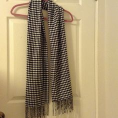 NWOT! Houndstooth 100% Acrylic Scarf In perfect condition . Scarf Accessories Scarves & Wraps