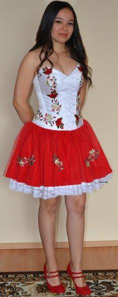Piros/fehér magyaros menyecske ruha,kézzel hímzett motívumokkal. Dresses, Fashion, Dresses For Graduation, Vestidos, Moda, Fashion Styles, Dress, Fashion Illustrations, Gown