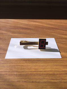 7セグメントLED ネクタイピン 7seg LED tie bar
