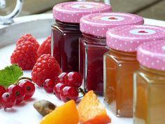 Legjobb lekvár receptek : a gyümölcsökből cukorral vagy anélkül készült gyümölcs ízek sokoldalúan felhasználhatók a konyhában Legjobb lekvár receptek
