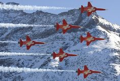 Patrouille Suisse, the swiss airforce aerobatic team Military Jets, Military Aircraft, Swiss Air, Swiss Travel, Air Fighter, Travel Expert, Air Show, Air Force, History