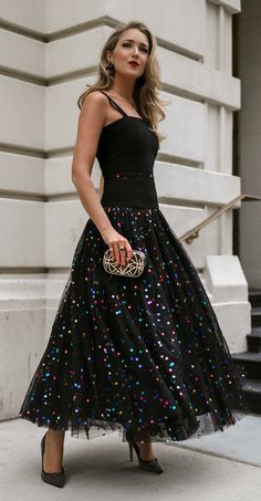 Black metallic polka-dot tulle gown, black + gold metal clutch purse with box clasp, black + gold stud pumps, black hoop earrings, gold layered necklaces Latest Fashion For Women, Womens Fashion, Cheap Fashion, Sequin Maxi, Tulle Gown, Birthday Dresses, Look Chic, Metallica, Dress To Impress