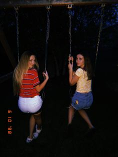 I would love to swing with by Bestfriend for hours rn Cute Friend Pictures, Best Friend Pictures, Cute Photos, Bff Pics, Friend Pics, Funny Pictures, Bff Goals, Best Friend Goals, Flipagram Instagram