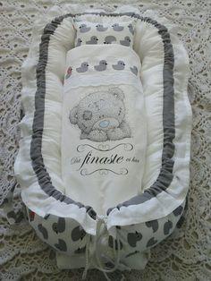 Annons på Tradera: Babynest baby nest sovpöl kudde, täcke, nappficka, handtag hemsytt