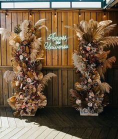 Nikia aka Mad Maven Style and her husband really went for striking wedding decor and to tie in the Southwestern feeling for the reception, they asked Tess Made to craft these dried floral + pampas grass pillars, with the help of The Foraged Fête. Green Wedding, Chic Wedding, Wedding Trends, Wedding Signs, Floral Wedding, Wedding Bouquets, Wedding Flowers, Wedding Ideas, Wedding Reception