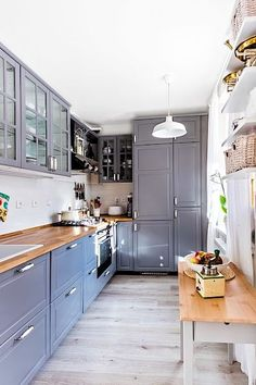 Magda ráda vaří, takže si vybrala kuchyň dobře vybavenou a takovou, která jí zapadla do konceptu celého bytu.