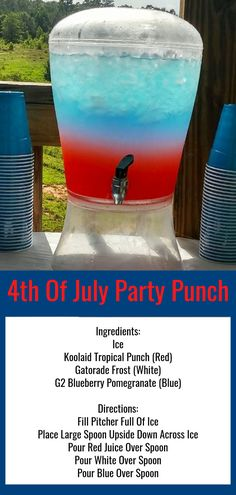 4th of July Party Punch Recipe - Nonalcoholic Red White and Blue Layered Party Punch for kids and those who are NOT drinking alcohol at your 4th of July party. Lots more 4th of July party ideas and party food ideas for your July 4th party, cookout, block party, picnic, BBQ or pool party. How to make red white and blue layered punch drinks for a crowd. Kid Drinks, Non Alcoholic Drinks, Cocktails, Alcoholic Punch, Beverages, Summer Drinks, Cocktail Drinks, Fourth Of July Drinks, 4th Of July Desserts