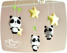 Bébé Panda mobile et étoiles pour berceau mobile par MyMagicFelt