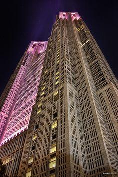 https://flic.kr/p/zLwcuC | Pink Ribbon Festival 2015 | ピンクリボンフェスティバル2015.、ピンクライトアップの東京都庁。この夜は天空からの眺めを一切封印し、都庁を見上げながら歩き回ったせいで首が痛かったなー  SIGMA DP1 Merrill  #cooljapan #100tokyo #shinjyuku #architecture #perspective #パース #東京都庁 #東京夜間写真部