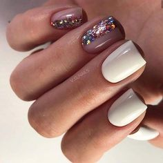 On average, the finger nails grow from 3 to millimeters per month. If it is difficult to change their growth rate, however, it is possible to cheat on their appearance and length through false nails. Nail Manicure, My Nails, Glitter Nails, Manicure Ideas, Nagellack Trends, Wedding Nails Design, Nail Polish Trends, Nagel Gel, Square Nails