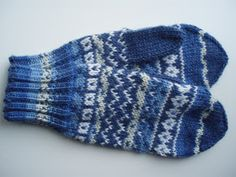 Fingerless Mittens, Knit Mittens, Knitting Socks, Knit Socks, Knitting Projects, Knitting Patterns, Knitting Ideas, Wrist Warmers, Fun Projects