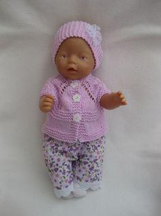 BABYBORN: mooie kleertjes voor gemaakt, en wat heb je met haar om gesjouwd!