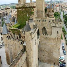 Castillo de Olite, Navarra, España                                                                                                                                                                                 Más