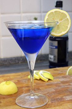 Bar Drinks, Wine Drinks, Cocktail Drinks, Coffee Drinks, Cocktail Recipes, Alcoholic Drinks, Beverages, Curacao Azul, Blue Curacao