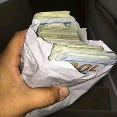 I am a money magnet Cash Money, Mo Money, How To Get Money, Make Money Online, Money Pics, Cash Cash, Money Images, Money Pictures, Money On My Mind