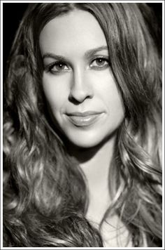 Alanis Morissette shares her favorite photos. Blessed Friday, Alanis Morissette, Hair Photo, Brown Hair, Girl Group, My Photos, Beautiful Women, Photoshoot, American