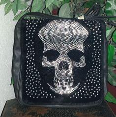 Handtasche mit Strasssteinen im Totenkopf-Motiv. Eine modische und auffallende Handtasche mit außergewöhnlichem Geschmack möchte ich heute vorstellen. Handtaschen sind ein täglicher Begleiter für j...