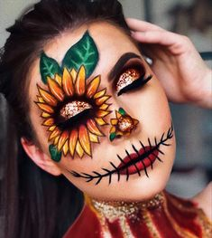 Are you looking for ideas for your Halloween make-up? Browse around this website for perfect Halloween makeup looks. Scarecrow Halloween Makeup, Amazing Halloween Makeup, Halloween Photos, Scarecrow Face Paint, Sugar Skull Halloween, Scarecrow Costume, Creepy Halloween, Halloween Christmas, Halloween Halloween