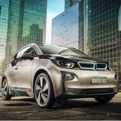 BMW i3: Redução de emissões de poluentes Por @fernandocalmonoficial / Coluna Alta Roda  Os dois maiores emissores do planeta de gases de efeito estufa  basicamente CO2 mas também outros  finalmente chegaram a um acordo para homologar a meta de redução estabelecida na última conferência mundial sobre mudanças climáticas. EUA e China aproveitaram a recente reunião do G20 (grupo de países que representa 90% do PIB mundial) e se comprometeram a baixar o consumo de combustíveis fósseis. No caso…