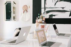 Um escritório com jeito de casa. Veja: http://casadevalentina.com.br/blog/detalhes/escritorio-com-jeito-de-casa-2912 #decor #decoracao #interior #design #casa #home #house #idea #ideia #detalhes #details #openhouse #style #estilo #casadevalentina #homeoffice #escritorio #office