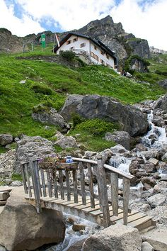 visitheworld:    Arriving at Muttenkopf hut near Imst, Tirol, Austria (by relausen).