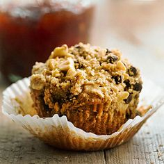 Peanut Butter-Streusel Muffins- Peanut butter-lovers will adore these gooey breakfast treats. They're made with both peanuts and peanut butter, then topped with crumbly peanut butter streusel. Muffin Recipes, Brunch Recipes, Baking Recipes, Dessert Recipes, Desserts, Croissants, Biscuits, Simple Muffin Recipe, Naked Cakes