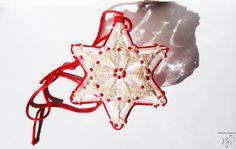 SNOWFLAKE  pallina di Natale in macramè di MacraMondo su Etsy Etsy Christmas, Christmas Balls, Christmas Stuff, Christmas Shopping, Macrame Necklace, Snowflakes, Pasta, Gift Ideas, Shapes