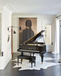 Grand Piano Room, Piano Room Decor, Home Music Rooms, Music Studio Room, Piano Living Rooms, New Living Room, Casa Kardashian, Baby Grand Pianos, Decor Inspiration