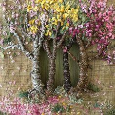 겨울 한 가운데 봄을 그리다 . . . #숙제다했다 #아를르여인들 과제물 #쥬흐모던 #나무자수 #뜬금없이봄 유행을 싫어하지만... 가끔 이렇게 새로운 배움은 신선한 경험을 준다. #프랑스자수 #embroidery #needlework #handmade #stitch