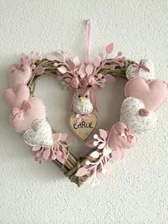 icu ~ Hacer corazones de tela by katheryn Valentine Wreath, Valentine Decorations, Valentine Crafts, Christmas Crafts, Christmas Decorations, Valentines, Christmas Wreaths, Hobbies And Crafts, Diy And Crafts